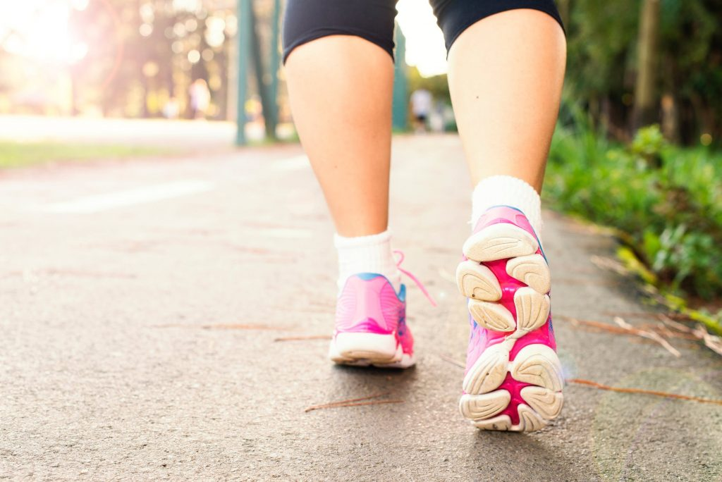 cellulite cause e rimedi: la camminata sportiva è un toccasana