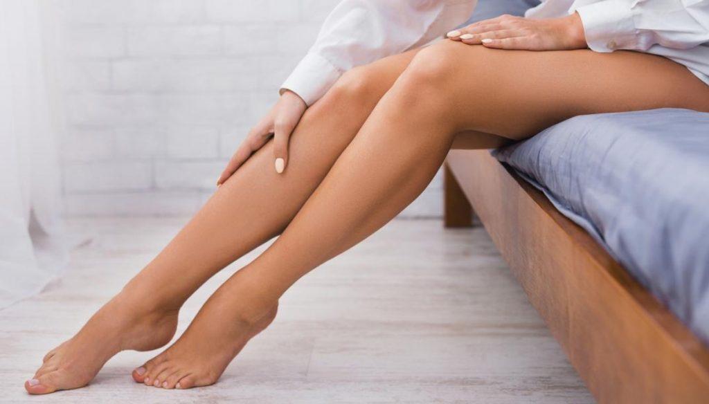 gambe sane con il tessuto emana