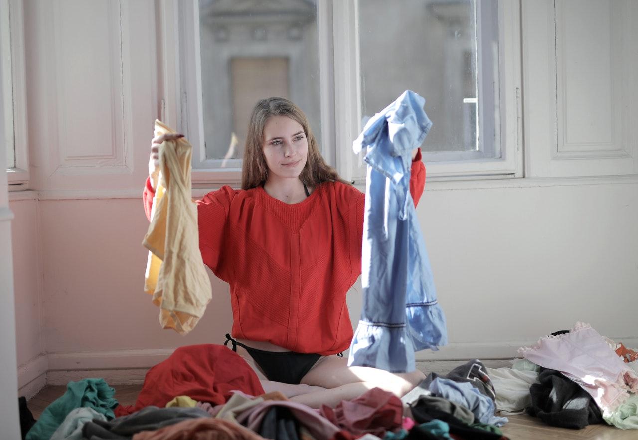 Come lavare i vestiti: le strategie da adottare a seconda del tessuto