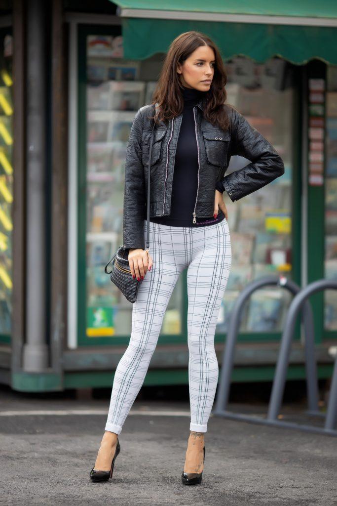 leggings inverno: leggings tartan e giacca in ecopelle
