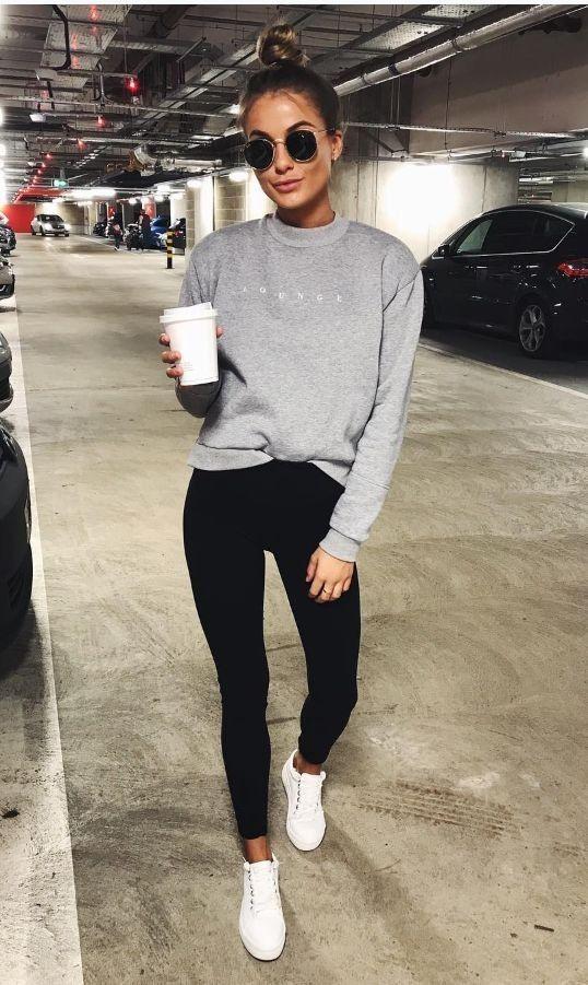 leggings inverno: il tipico look con felpa